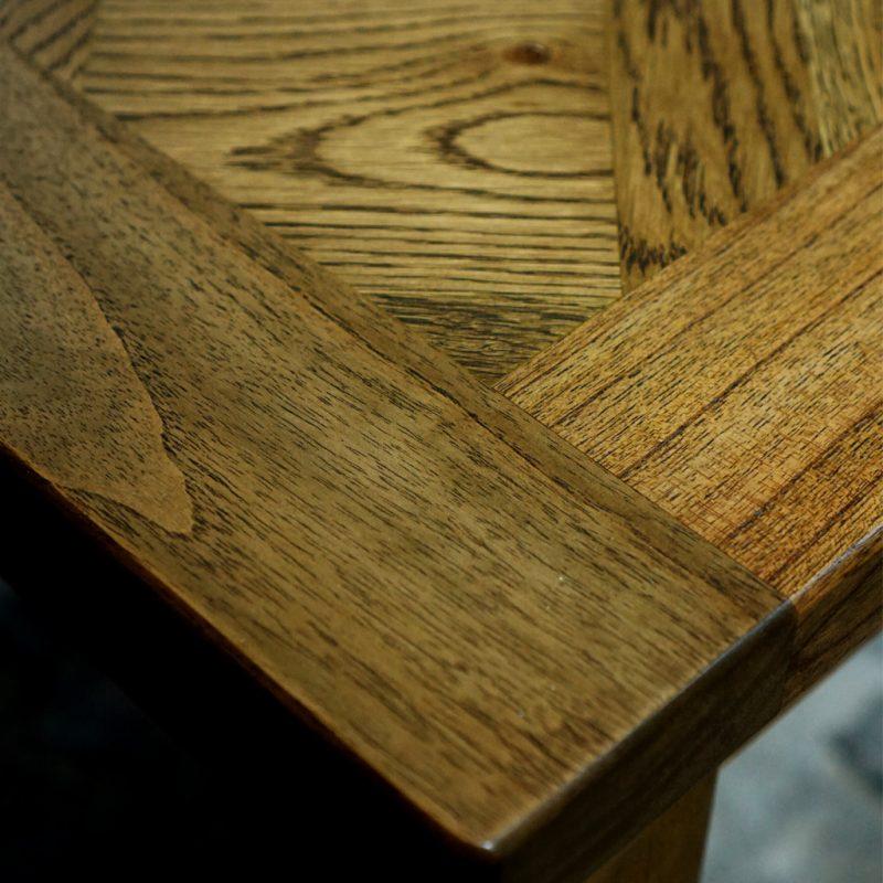 Bellagio-Oak-Extension-Table-Detail-Dk
