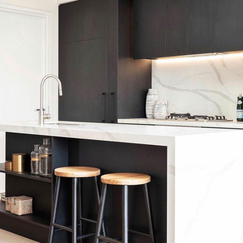 Hamptons-black-barstool-cordony